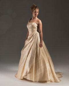 abito da sposa etico in seta della pace