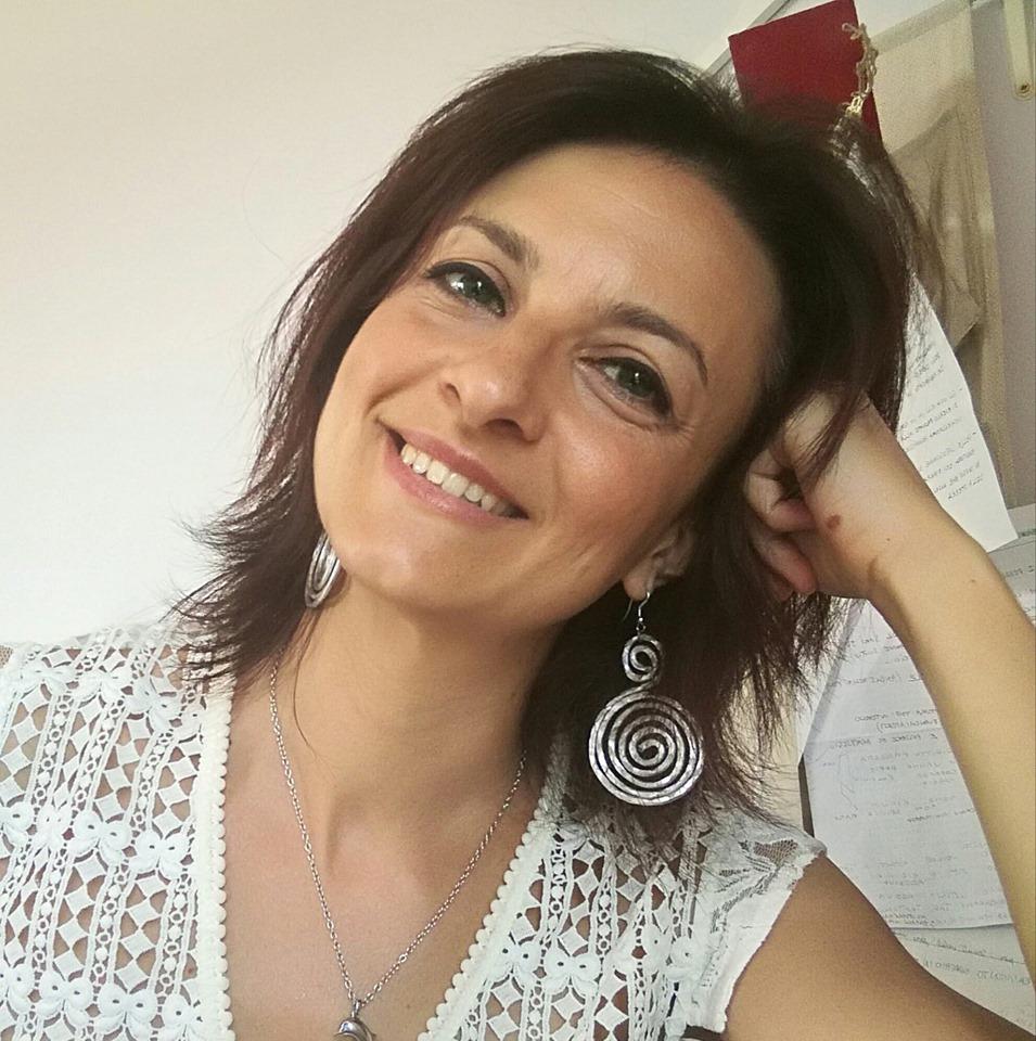 Cristina Invidia dell'atelier Follemente Sposa di abiti da sposa etici e non convenzionali